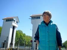Anneke woont in haar eentje op het schiereilandje bij de sluis in Hengelo