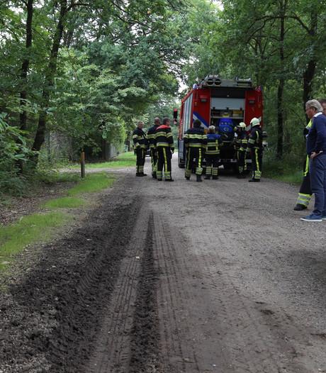 Onbekende vloeistof aangetroffen op bospad in Reek; brandweer ter plaatse