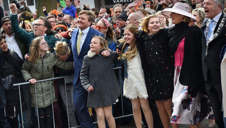 De koninklijke familie danst op Typhoon in Zwolle. Beeld Marcel van den Bergh / de Volkskrant