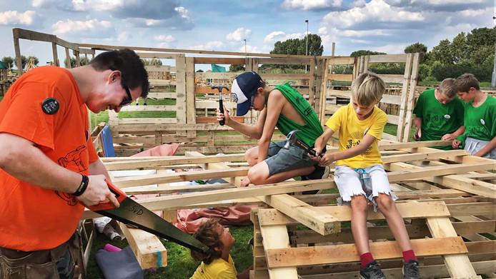 Hutten bouwen in Strijen