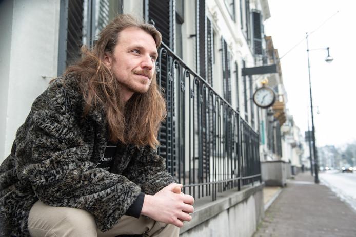 Tim Lenders is geboren en getogen in Arnhem. Hij adviseert creatieven om elders te ondernemen.