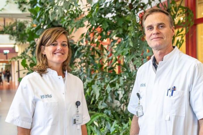 Dr. Renée Detollenaere en dr. Hugo van Eijndhoven, beiden gynaecologen in Isala Zwolle