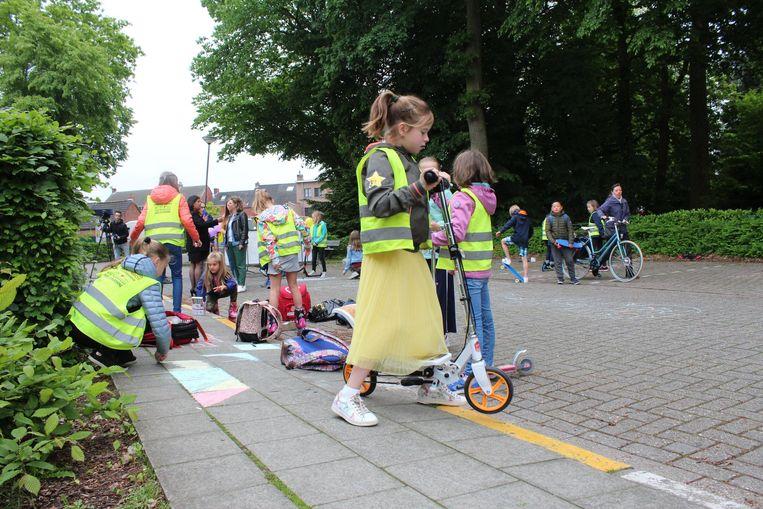 De nieuwe schoolstraat werd ingespeeld door de leerlingen
