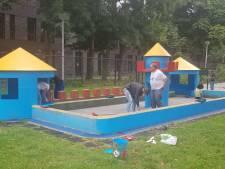Leerlingen knappen buurtspeeltuin op in Utrechtse wijk Tuindorp