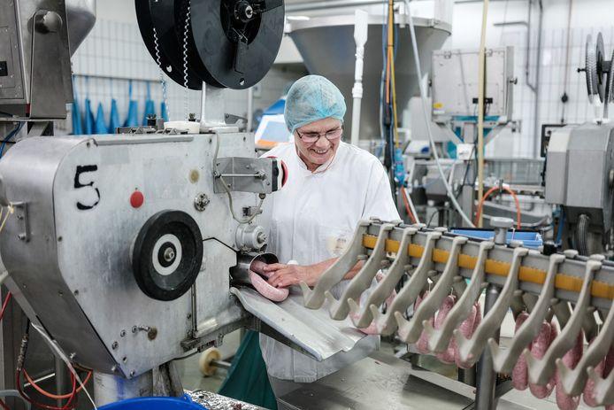 Nog tot begin volgend jaar: productie van Gelderse worsten in de Lichtenvoordse vestiging van Zwanenberg, voorheen Hulshofs Vleeswaren.