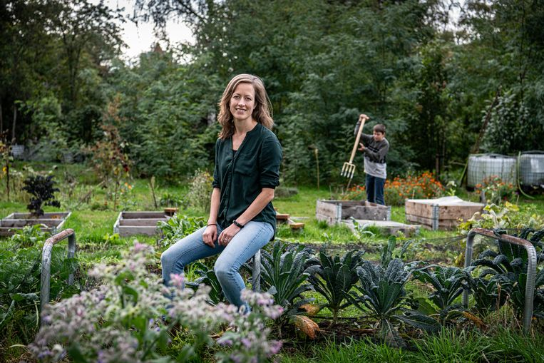 Joanne Malotaux in de tuin van de school. Beeld Koen Verheijden
