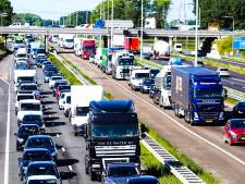 Afslag Oud-Beijerland afgesloten vanwege defecte vrachtwagen