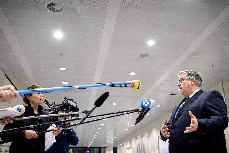 Hubert Bruls, voorzitter van het Veiligheidsberaad staat de pers te woord na afloop van een overleg met burgemeesters van de 25 grootste gemeenten. Beeld ANP