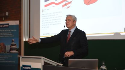 Minister Kris Peeters (CD&V) onthult de geheimen van de politieke actualiteit in Leuvense aula…