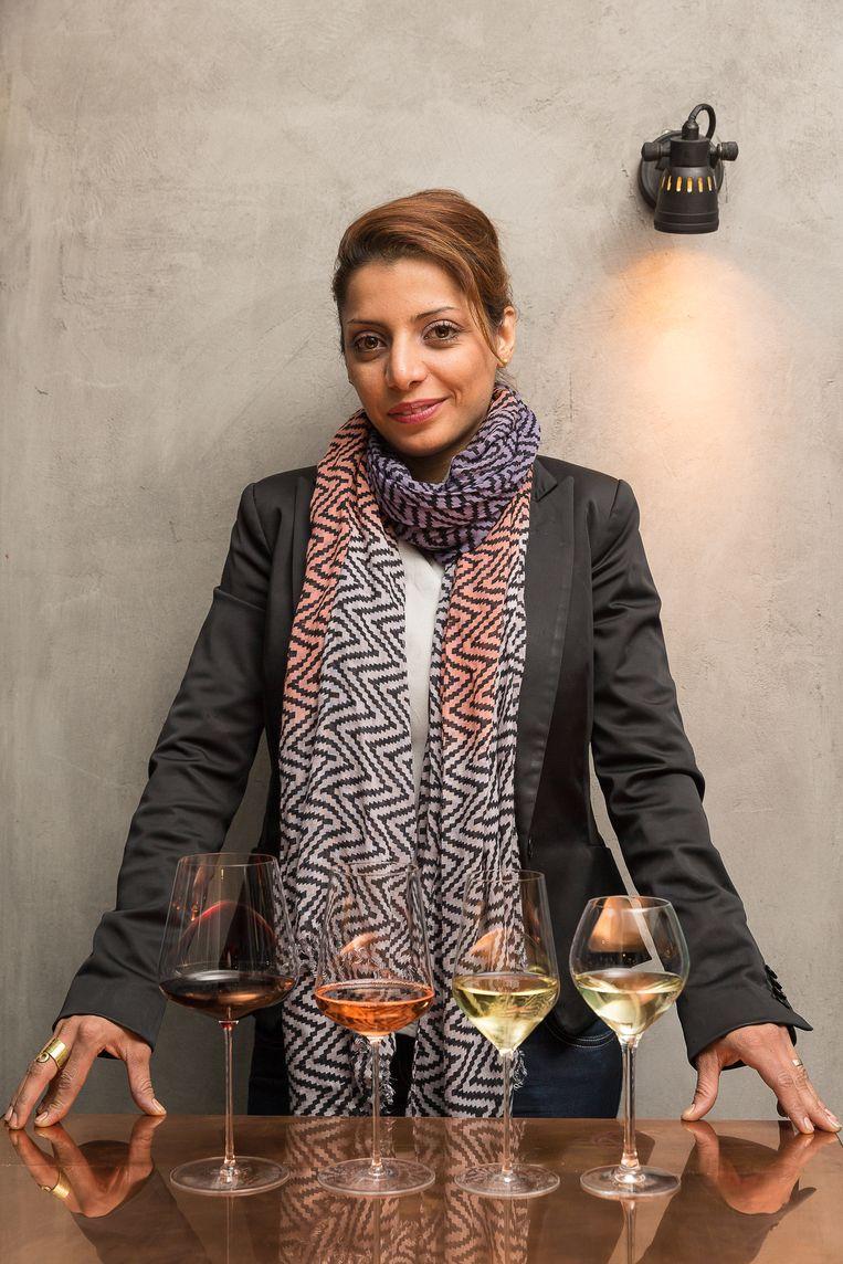 Sepideh selecteert, naast haar favoriete wijnen uit de supermarkt, ook haar eigen tien favoriete kerstwijnen uit de speciaalzaak. Deze wijnen zijn exclusiever dan supermarktwijnen, maar nemen geen hap uit je budget.