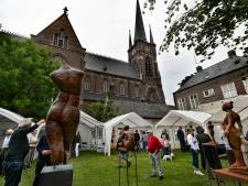 Pastorietuin vol kunst in Stiphout in Helmond