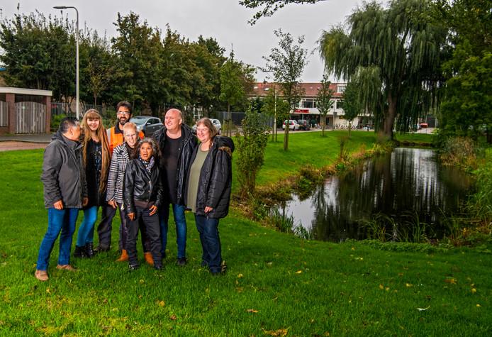 Mensen van wijkteam Zeeheldenbuurt in Alphen.