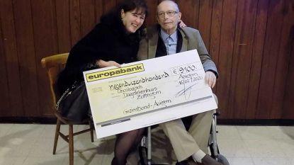 Gezinsbond Aaigem schenkt - geïnspireerd door Roger Verbelen - 9.100 euro aan Dagziekenhuis Zottegem