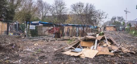 """Laatste 30 Roma wonen in krotten in Aziëstraat, maar moeten ook daar weg: """"Het is niet eerlijk, wij weten niet waar naartoe"""""""