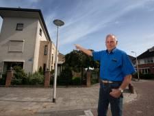 Lantaarnpalenleed in wijk in Emmeloord: 'Het is hier een grote poppenkast'
