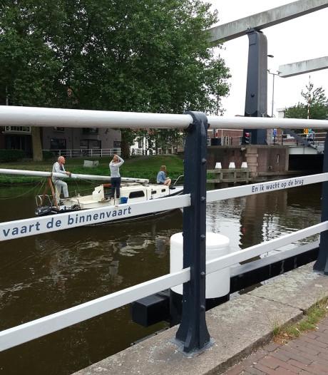 Gedichten op hekken van de Koepoortbrug