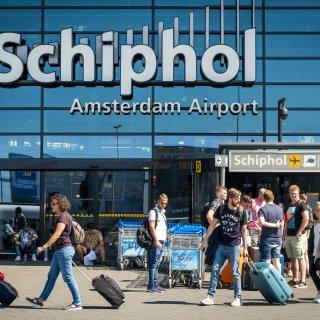 'Minder, minder, minder Schiphol' galmt het door de Amsterdome