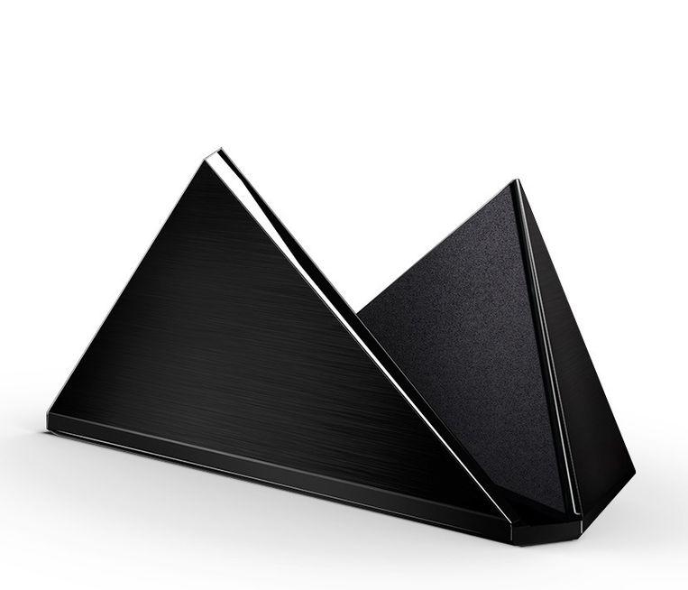 De mooie en stevige stand (standaard) voor de Nvidia Shield: 29 euro. Een tweede controller kost 60 euro. De afstandsbediening voor apps en TV is 49 euro. Beeld Nvidia