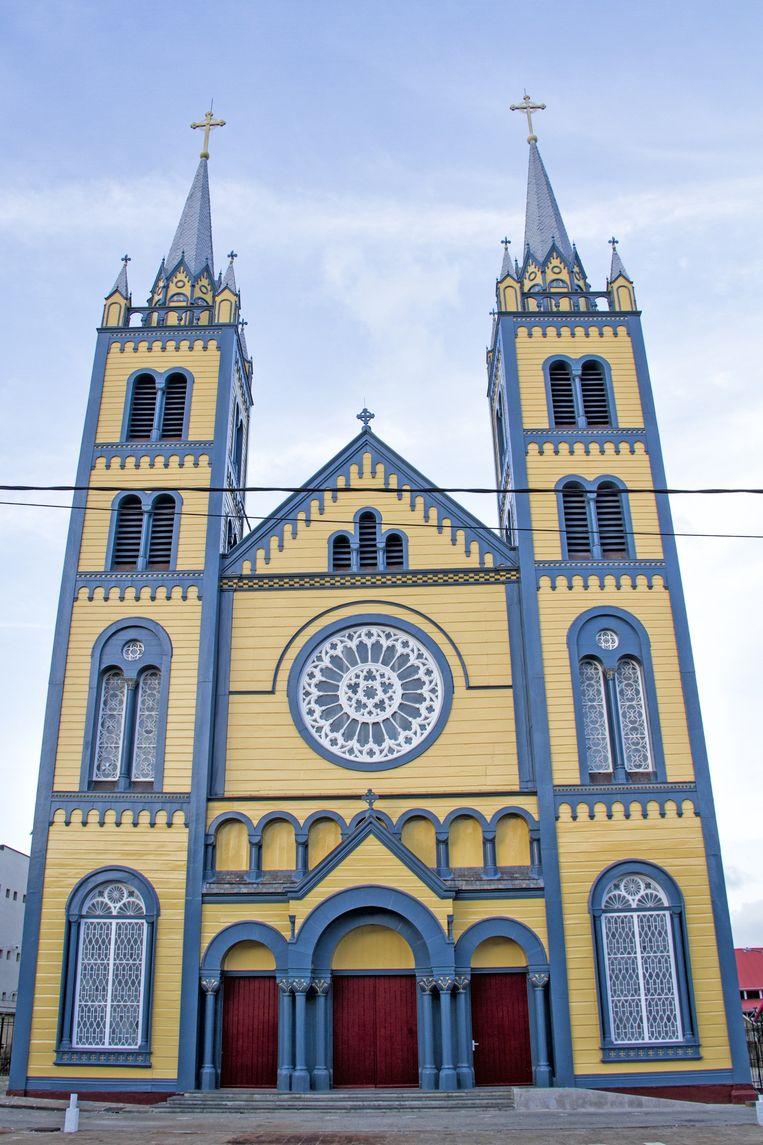 De Kathedraal van Paramaribo, het grootste houten kerkgebouw van Zuid-Amerika. Beeld Iñaki Oñorbe Genovesi