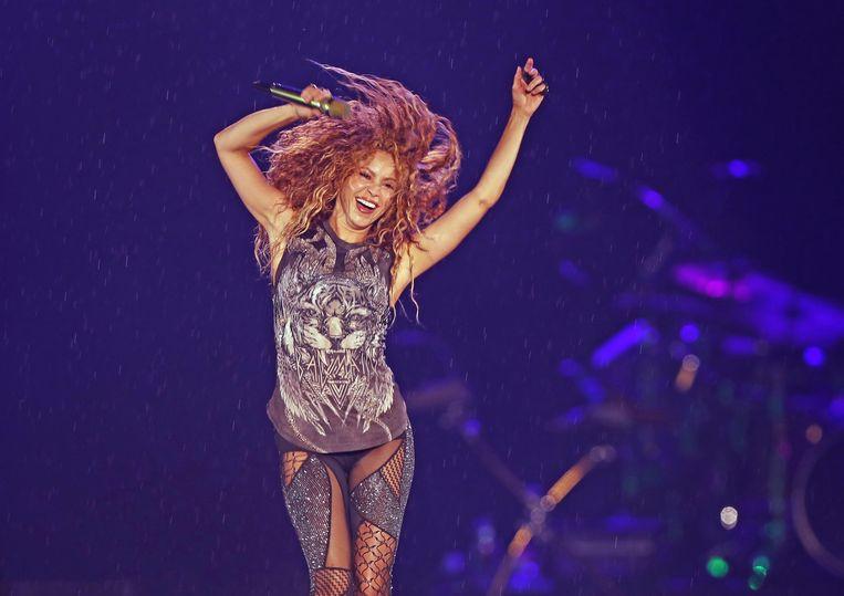 BARCELONA - De Spaanse belastingdienst onderzoekt hoe lang de Colombiaanse zangeres Shakira Isabel Mebarak Ripoll, beter bekend als de popster Shakira, in de jaren 2011-2014 in Spanje heeft verbleven. Twistpunt is dat Shakira in die jaren mogelijk ook als ingezetene belastingplichtig is geweest, meldde de Spaanse krant La Vanguardia vrijdag.
