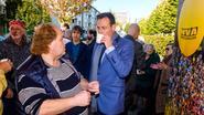 Burgemeester op de koffie met buurtbewoners in Borgerhout