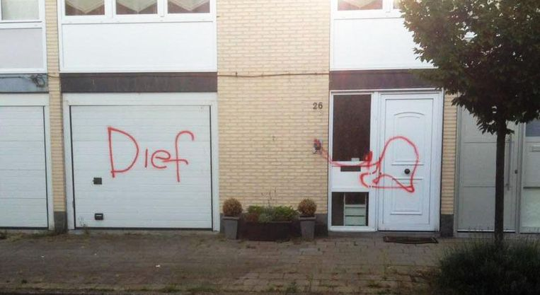 46b5ee03202 Voorgevel beklad met rode graffiti   Antwerpen   In de buurt   HLN