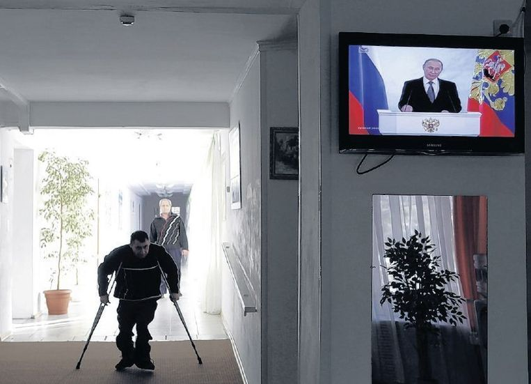 In heel Rusland werd op 4 december Poetins toespraak vertoond, zo ook in dit ouderencentrum in Stavropol. Beeld reuters