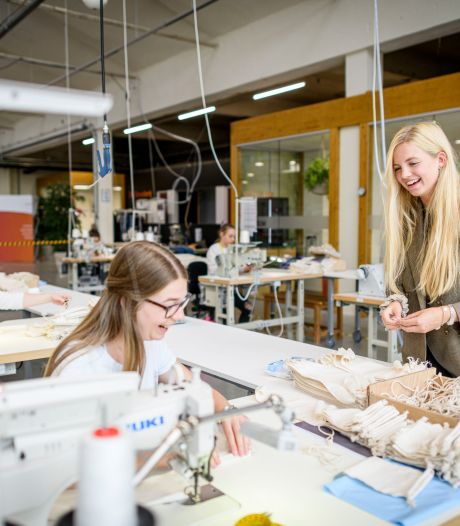 Enschedese Puck (23) zet studenten elf uur achter de naaimachine