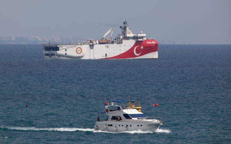 Twee weken geleden lag het Turkse onderzoeksschip Oruç Reis voor de kust bij Antalya voor anker. Beeld AP