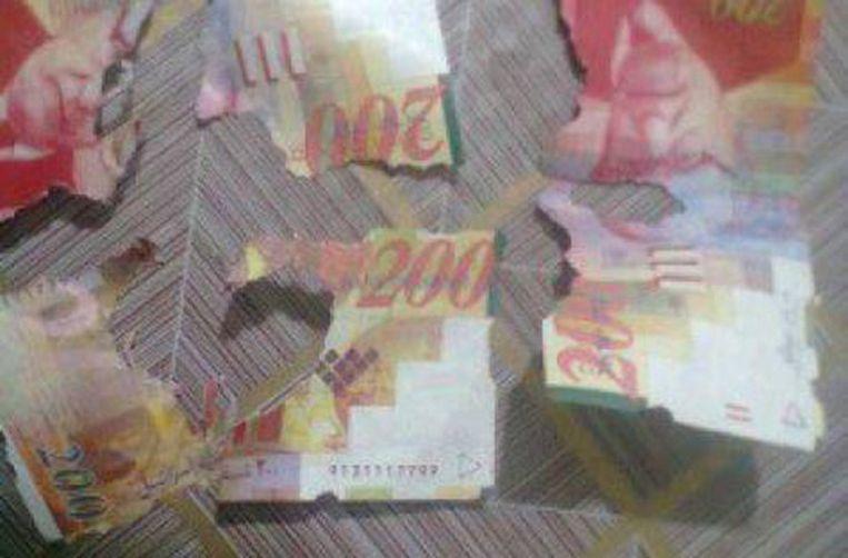 De toegetakelde briefjes van 200 sjekel.