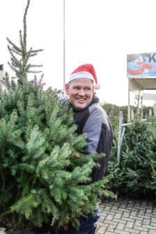 Voor vroege vogels stalt Edwin (47) zijn 800 kerstbomen alvast uit