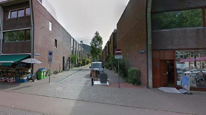 Familieleden van het slachtoffer vonden diens lichaam in de woning in de C.J.K Van Aalststraat in Zeeburg.