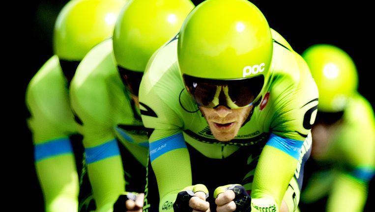 De renners van Cannondale-Garmin zondag in actie tijdens de ploegentijdrit naar Plumelec. Beeld Klaas Jan van der Weij