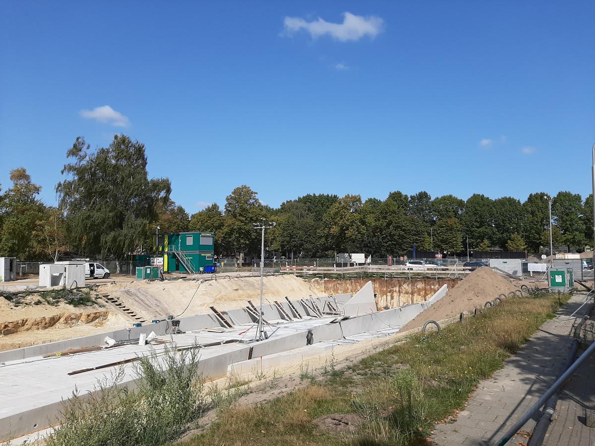De voorbereidende werkzaamheden voor de plaatsing van de fietstunnel bij Stappegoor zijn klaar. Van Donderdag tot en met maandagochtend wordt de tunnel geplaatst.