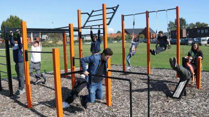 Studenten weer even kind op nieuw buitensportplein