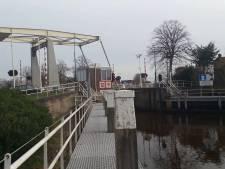 Naambordjes bij bruggen in Zwartewaterland