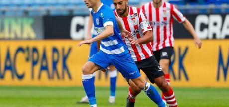 PEC Zwolle kan na rode kaart lekker zijn gang gaan en maakt er vier tegen Sparta