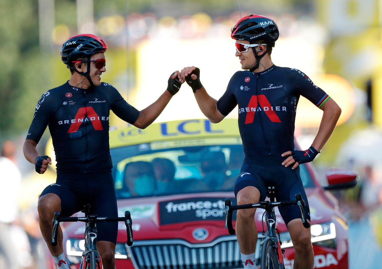 Richard Carapaz (links) en Michal Kwiatkowski vieren de overwinning alvast.