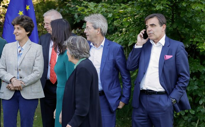"""De Griek Margaritis Schinas (r.) wordt de Europese Commissaris """"voor de Bescherming van onze Europese Levenswijze""""."""