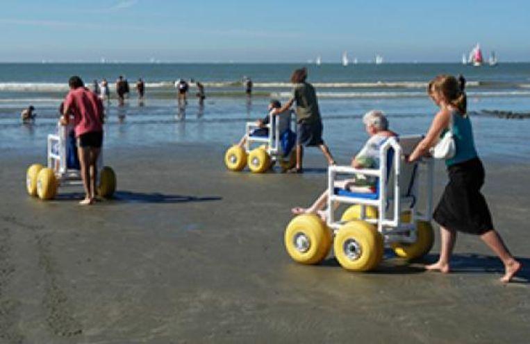 De strandrolstoelen staan nu al in de zomer ter beschikking.
