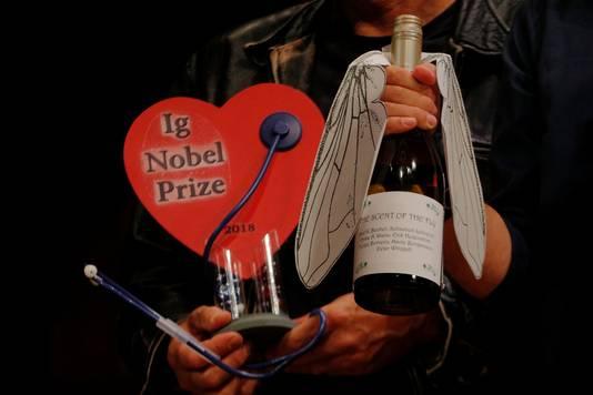 Ook het onderzoek naar de onmiskenbare geur van vliegen in een glas wijn viel in de prijzen.