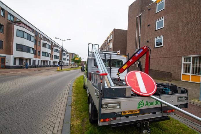 Het omstreden verkeersbord aan de Kalverstraat wordt afgevoerd.