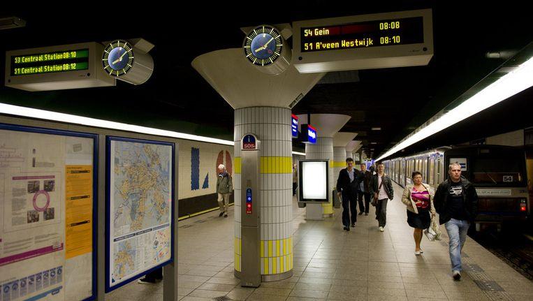 Reizigers op metrostation Waterlooplein. Beeld ANP