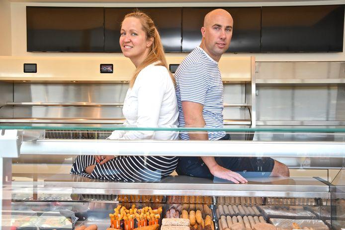 Anne-Laure Haghedooren en Kevin Caytan heropenen vrijdag West-Friet die de voorbije weken een ware tranformatie onderging.