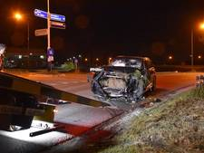 Peperdure Audi Q7 achtergelaten in sloot Wijk en Aalburg