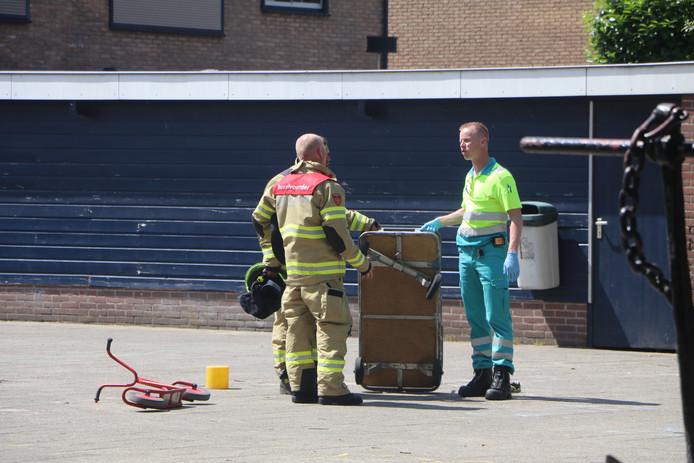 De brandweermannen wisten het jongetje binnen tien minuten te bevrijden.