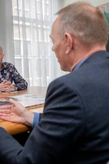 Burgemeester Deventer tekent petitie homoseksuele  asielzoeker toch niet