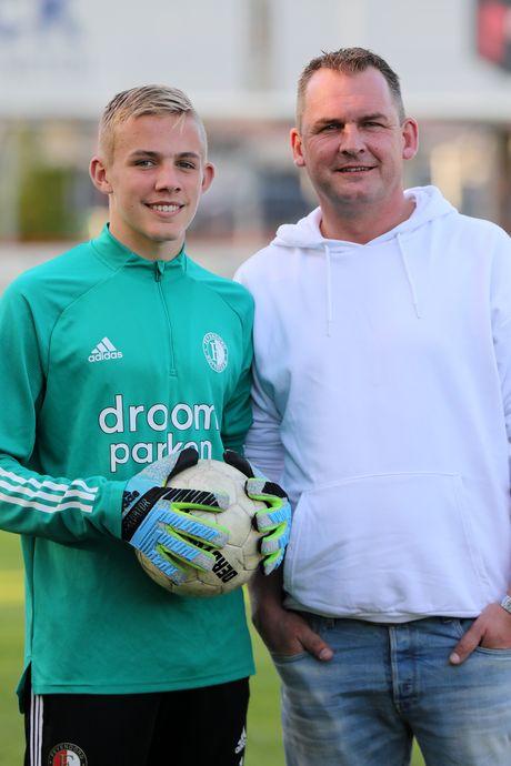 Tim Haksteeg (14) treedt in de voetsporen van zijn vader Gert: 'Ik droom al van De Kuip'