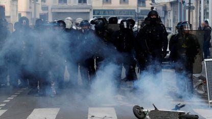 149.000 betogers in heel Frankrijk, Parijse politie zet traangas in