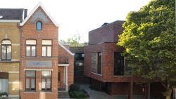 WOONVIDEO. Gezin van Marie woont in karakterhuis waar ze opgroeide, haar ouders bouwden ernaast moderne luxeflat